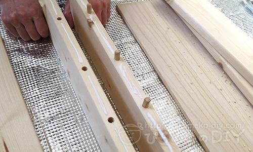 ワンバイ材空けた穴に木ダボ